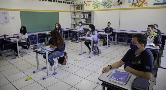 Escolas estaduais de São Paulo retomaram as aulas na terça-feira (3)