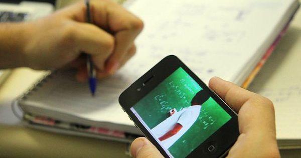 Professora de escola pública relata dificuldades em aulas online