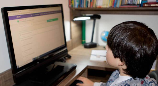 Ensino à distância deve continuar para alunos que não puderem voltar
