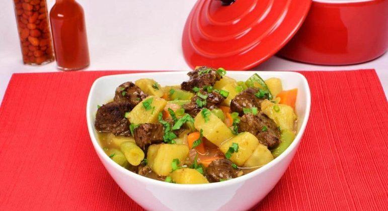 Ensopado de carne com batata-doce