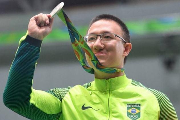 Então com 24 anos, Felipe Wu faturou a primeira medalha (e foi de prata) do Brasil nos Jogos. Foi no tiro esportivo, na categoria pistola de ar de 10 metros. Foi a primeira insígnia do país na modalidade desde a edição de 1920, na Antuérpia (Bélgica). Ele está classificado para os Jogos de Tóquio