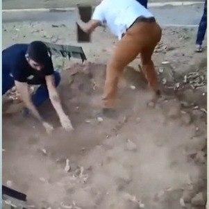 Parentes enterraram corpo