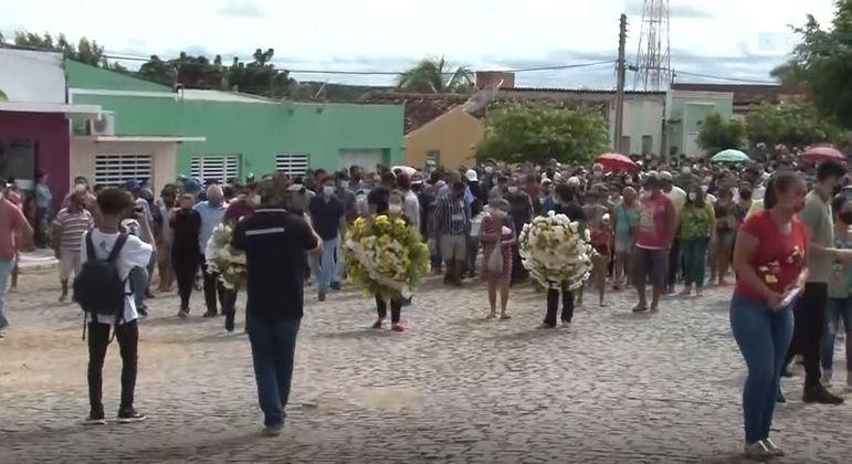 Cortejo até o cemitério Jardim Saudade foi acompanhado por moradores de Prata, na Paraíba
