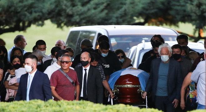 Cerca de 30 familiares e amigos mais próximos estiveram no sepultamento