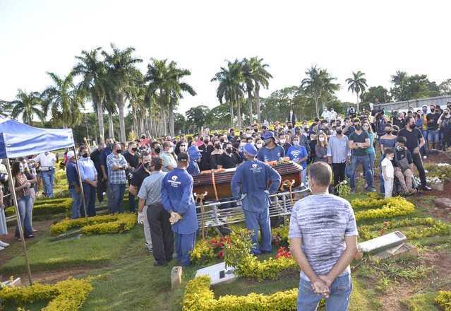 O sepultamento aconteceu em Goiânia, Goiás, um dia depois da morte de Seu Francisco