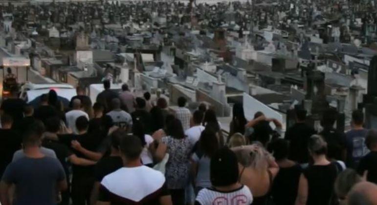 Corpo de Leandro Patrocínio foi enterrado no Rio neste domingo (6) no São João Batista