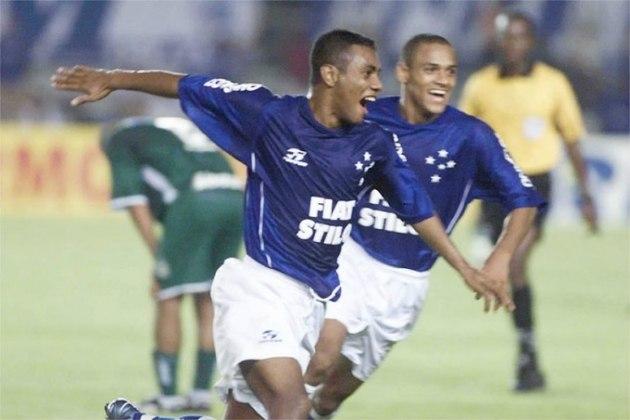Entre 1999 e 2003, a montadora Fiat patrocinou Atlético-MG e Cruzeiro ao mesmo tempo.
