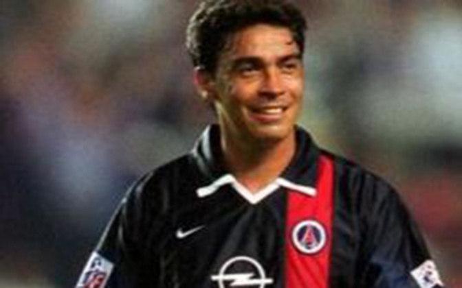 Entre 2001 e 2002, Alex Dias atuou no PSG. São 28 jogos, três gols e três assistências. Não conquistou títulos.