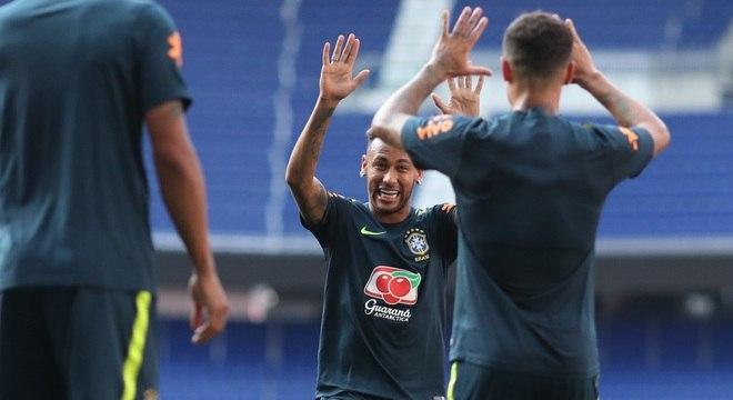 Entre os convocados, Neymar e Coutinho participaram do treino