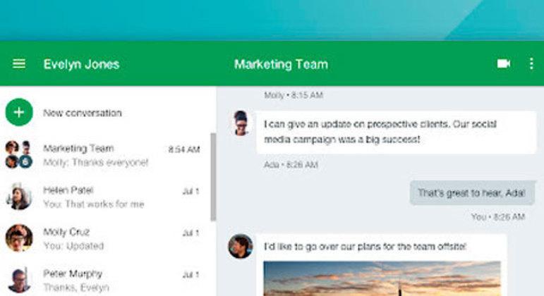Entre os variados aplicativos que o Google oferece está o Hangouts, lançado em 2013, que serve pra troca de mensagens textuais (podendo usar fotos e vídeos) e chamadas por vídeo, muito utilizado para reuniões.