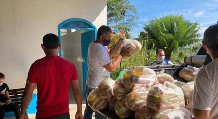 Entrega de cestas básicas da ação Brasil Sem Fome