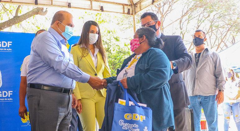Ibaneis Rocha participa de evento para credenciamento de guardadores e lavadores de carros