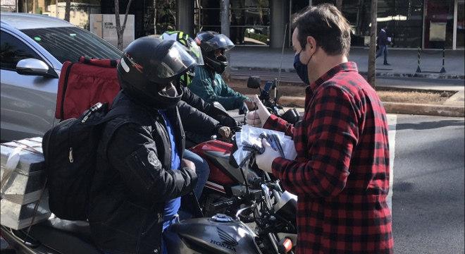 Campanha pretende mobilizar público para doar máscaras a entregadores