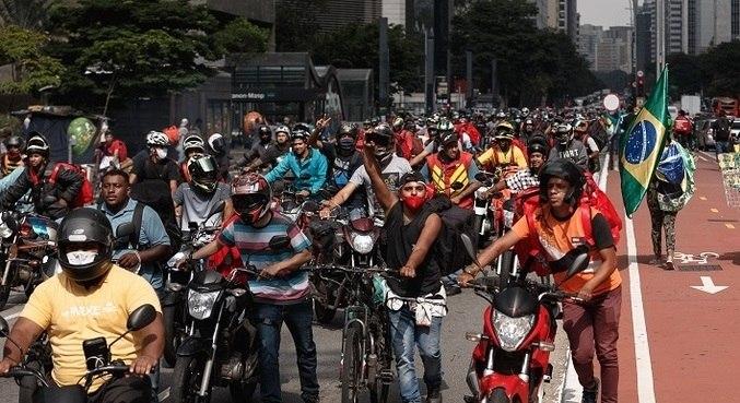 Motoboys e bikers trabalham mesmo nas fases mais restritivas