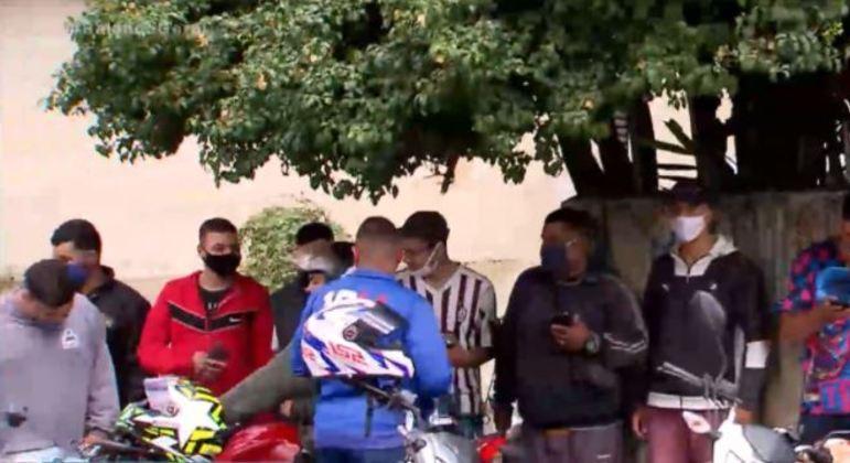 Entregadores protesto em Santo André (SP) contra morador que humilhou motoboy