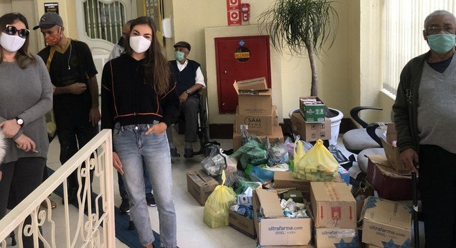 ONG realiza entrega em centro para idosos em situação de rua
