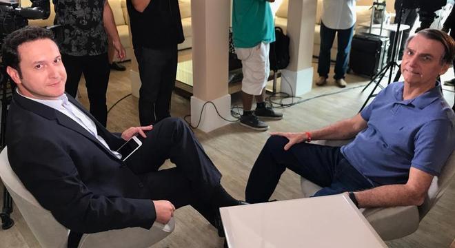 Eduardo Ribeiro entrevista o candidato à presidência Jair Bolsonaro (PSL)