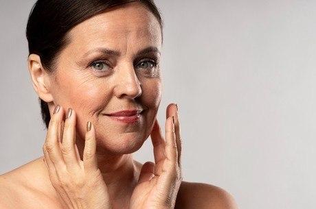 Menopausa pode deixar a pele com aspecto ressecado