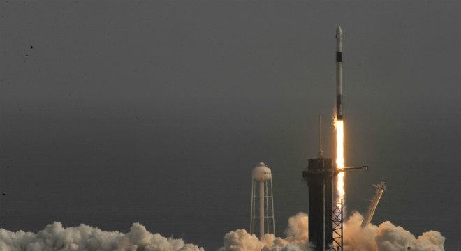 Lançamento de satélite russo em fevereiro: disputa por controle do espaço