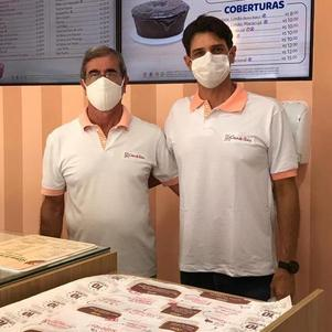 Epaminondas Oliveira Santos e Júnior têm loja da Casa de Bolos