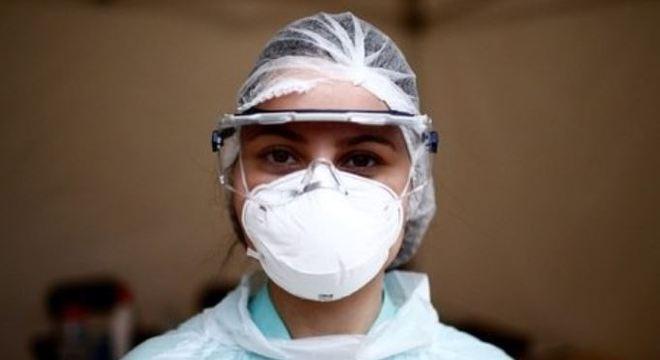 Falta de testes e equipamentos são principal problema para médicos brasileiros