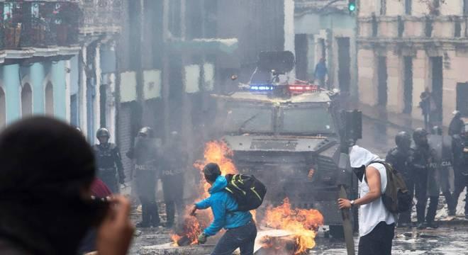 Presidente Lenín Moreno decreta estado de exceção por conta de protestos