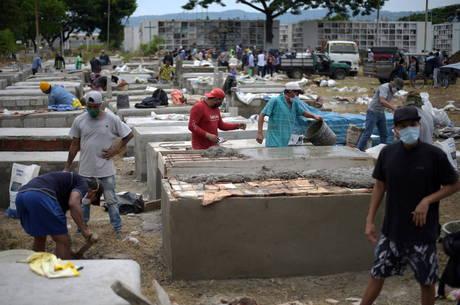 Equador vai investigar manejo de corpos