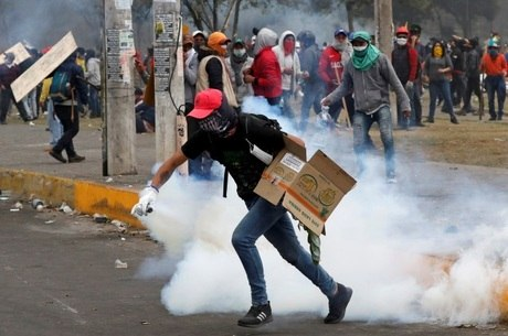 Polícia e manifestantes voltaram a entrar em confronto