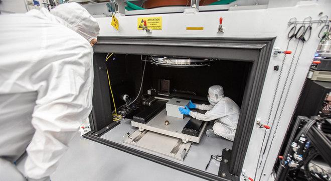 Para testar o detector da câmera, a equipe usou uma caixa pinhole para projetar luz nos sensores