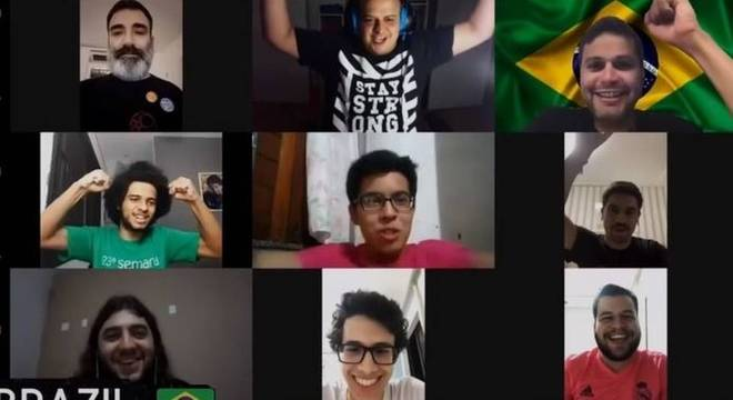 Equipe brasileira comemorando virtualmente ao saber que ficou com a décima colocação na Olimpíada Internacional de Matemática - o melhor desempenho do país na história