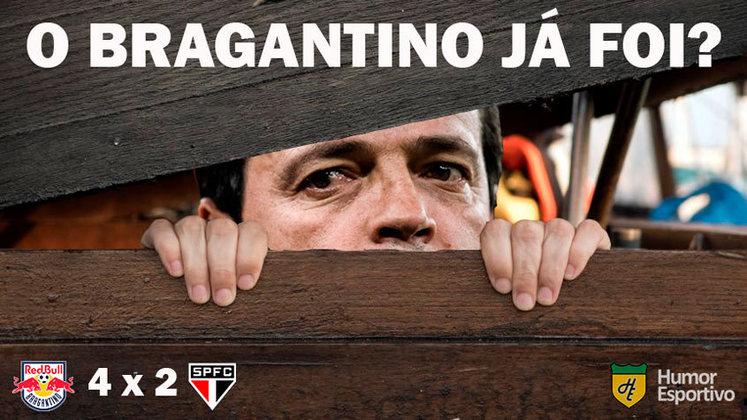 O São Paulo, comandado por Fernando Diniz, levou quatro gols no primeiro tempo e perdeu a oportunidade de disparar na liderança do Brasileirão. Placar surpreendente acabou rendendo dezenas de memes nas redes sociais. Confira!