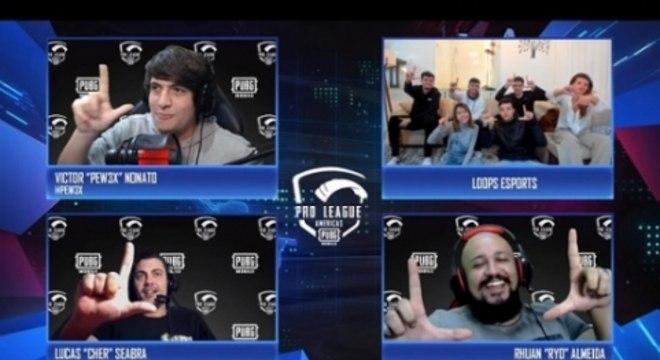 Equipe da Loops com os casters Pew3x, Cher e Ryo, comemorando a vitória