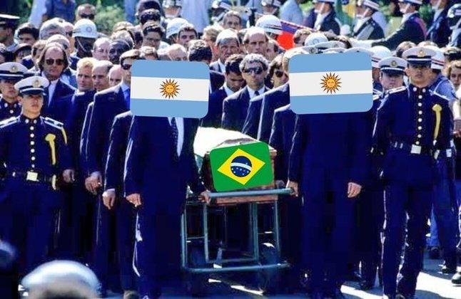 Equipe de Tite foi derrotada por 1 a 0 no Maracanã e viu o rival comemorar o título da Copa América. Messi e Neymar protagonizaram os memes feitos pelos torcedores. Confira! (Por Humor Esportivo)