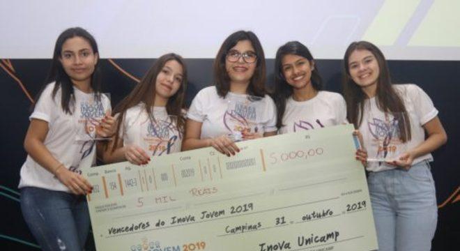 """Equipe """"Girl Tech Power"""", recebe prêmio Inova Jovem. Foto: Divulgação"""