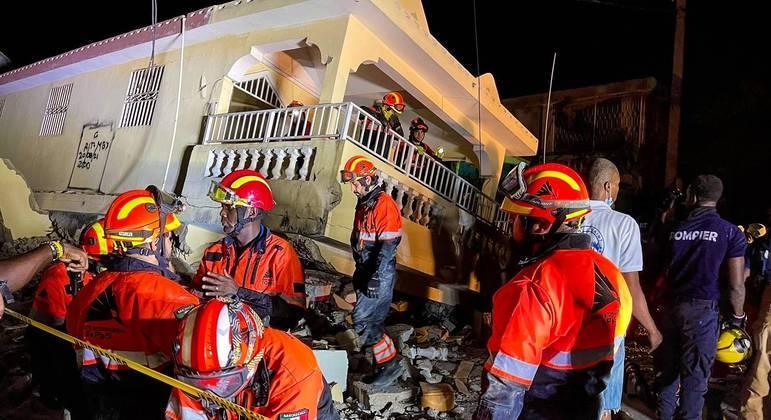 Equipes de resgate no Haiti