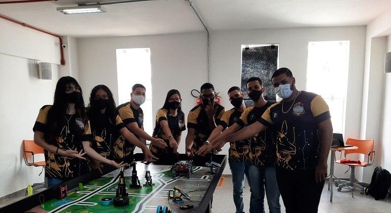 Equipe Black Gold durante a competição regional da Bahia do FLL
