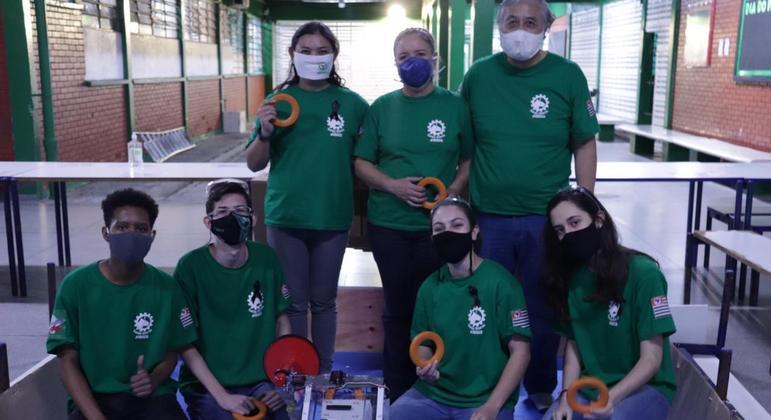 Equipe Sanja Storm da E.E Prof. Alceu Maynard Araújo, em São José dos Campos (SP)