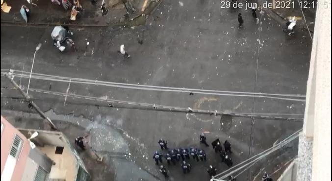 Equipes da polícia lançaram bombas de efeito em frequentadores da Cracolândia