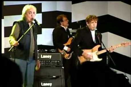 Erasmo canta ao lado do amigo Renato Barros