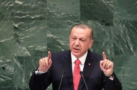 Erdogan diz não 'ter direito' de libertar pastor