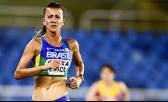 Erica Sena participa da marcha atlética de 20 km, a partir das 4h30. Já vale medalha.