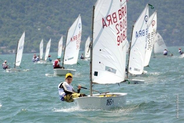 Erik Scheidt - Herdeiro de Robert Scheidt, atleta brasileiro com mais participações em Olimpíadas, o jovem de 9 anos se encantou pelo esporte. Ele mostra avanços em classe de iniciantes, e já conquistou títulos no Brasil e na Itália