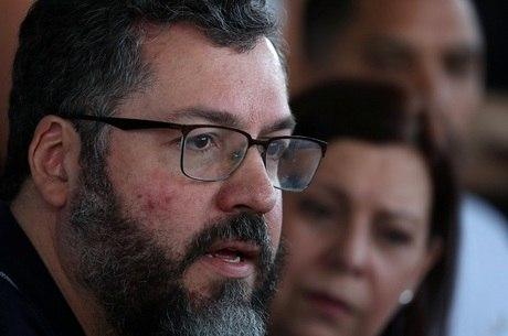 Araújo criticou governos anteriores