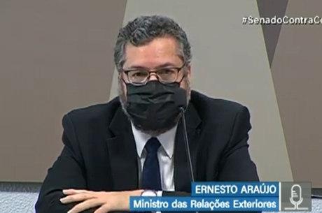 Ernesto Araújo participa de audiência no Senado