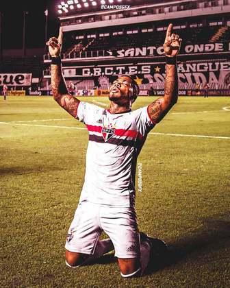 Erro na magia?! Marinho, referência do Santos, vestindo a camisa do São Paulo.
