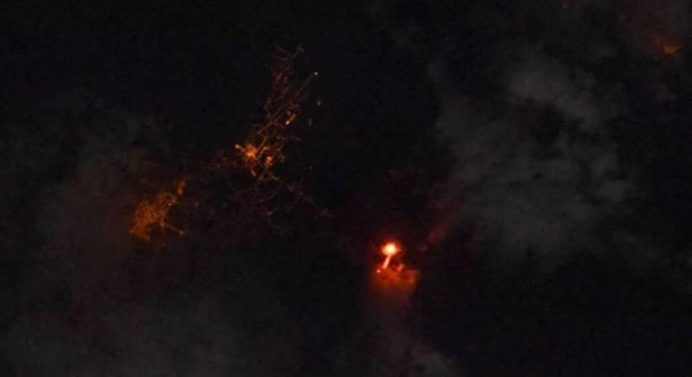 Foto do vulcão em erupção nas Ilhas Canárias tirada pelo astronauta Thomas Pesquet