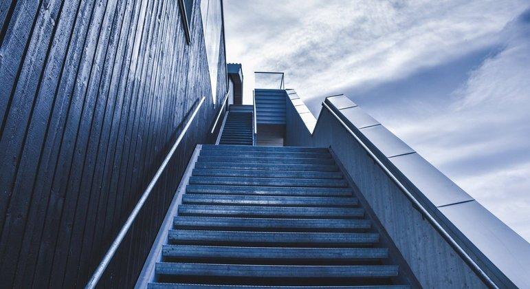 Só há um jeito de vencer uma escada: subindo os degraus