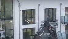 Homem destrói fachada de prédio após não receber pagamento