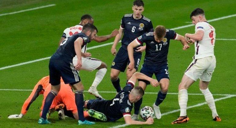 Um lance comum no intrincado cotejo entre a Inglaterra e a Escócia