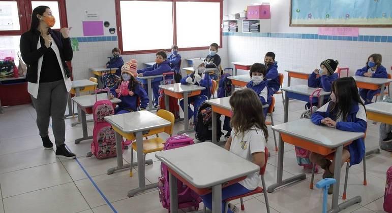 Sociedade de Pediatria de SP diz que momento é seguro para volta às aulas